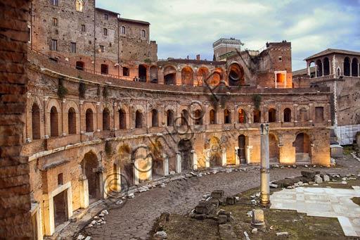 Rome, Trajan's Market (Mercatus Traiani): evening view of the Emiciclo.