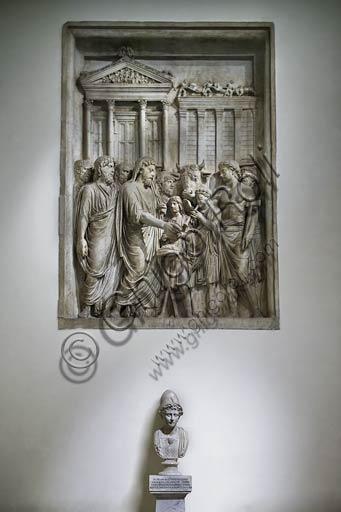 Roma, Musei Capitolini: rilievo marmoreo del II° secolo raffigurante Marco Aurelio che compie sacrifici davanti al Tempio di Giove Capitolino.