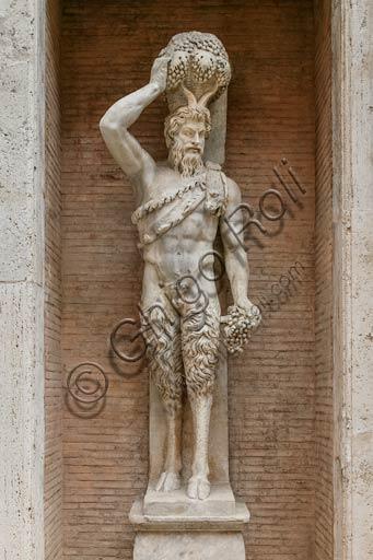 Roma, Piazza del Campidoglio: statua di satiro (Satiro Della Valle) copia romana da un originale ellenistico, proveniente dal teatro di Pompeo in Campo Marzio.