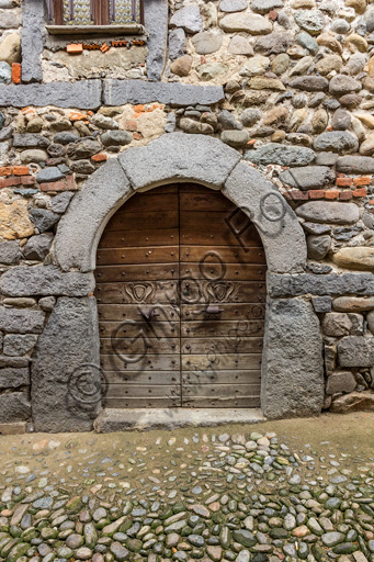 """Candelo, Ricetto (fortified structure), a """"Rua"""" (street) inside the Ricetto: detail of a front door."""