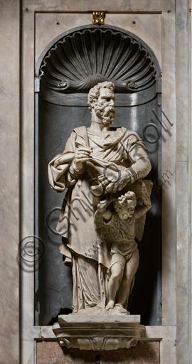 """Genova, Duomo (Cattedrale di S. Lorenzo),  interno, Cappella Senarega o di Nostra Signora del Soccorso (abside meridionale):  """"San Matteo"""", statua di P. Francavilla (1593)."""