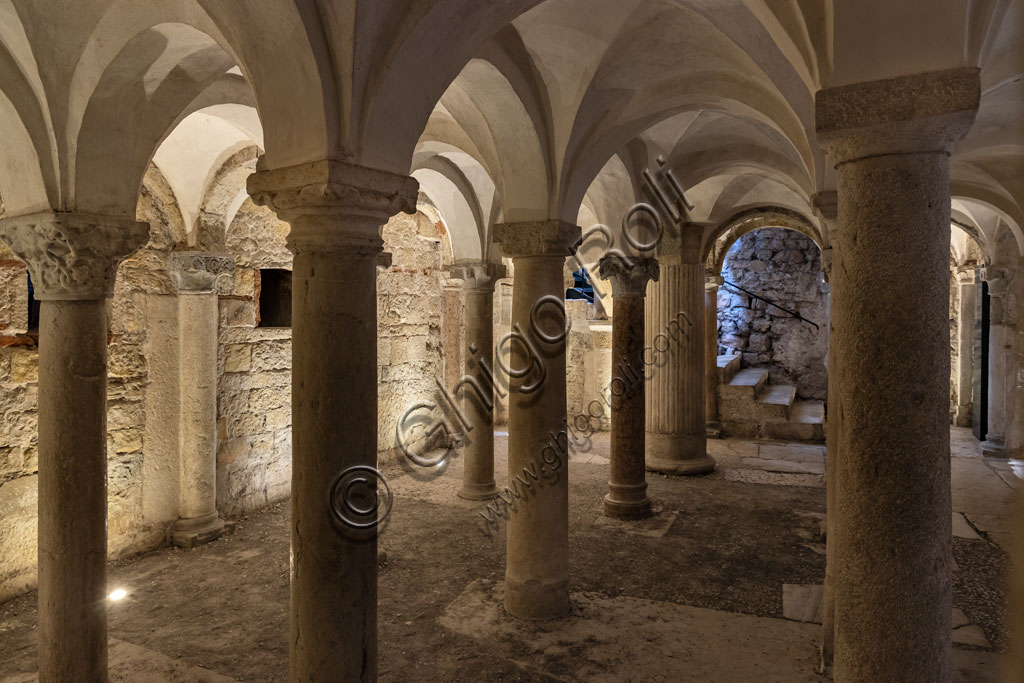 """Brescia, """"Santa Giulia, Museo della Città"""", (sito Unesco dal 2011), interno della Chiesa di San Salvatore: la cripta romanica."""