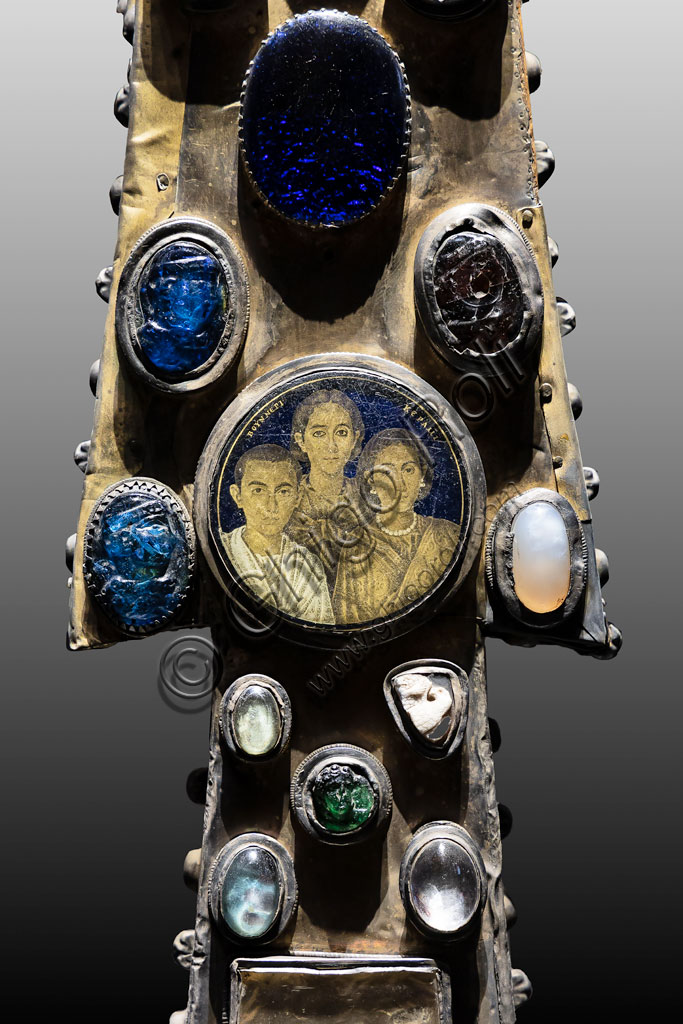 """Brescia, """"Santa Giulia, Museum of the City"""" (Unesco site since 2011), Church of Santa Maria in Solario: the Cross of Desiderius, adorned with stones, cameos and coloured glasses. High example of Lombard goldsmiths, end of the 8th century. Detail."""