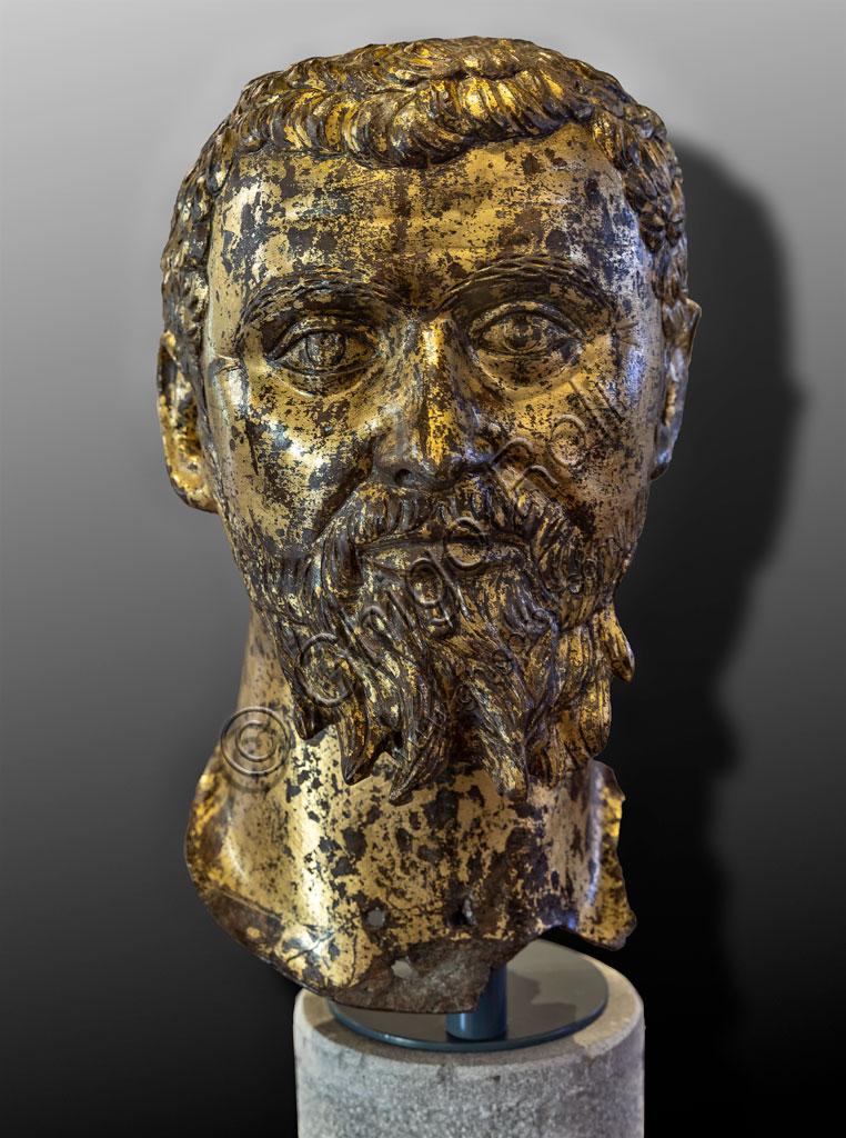 """Brescia, """"Santa Giulia, Museo della Città"""" (sito Unesco dal 2011): ritratto dell'Imperatore Settimio Severo. Si tratta di uno dei sei ritratti romani  in bronzo dorato trovati nel 1826 presso il Capitolium dell'antica Brixia."""