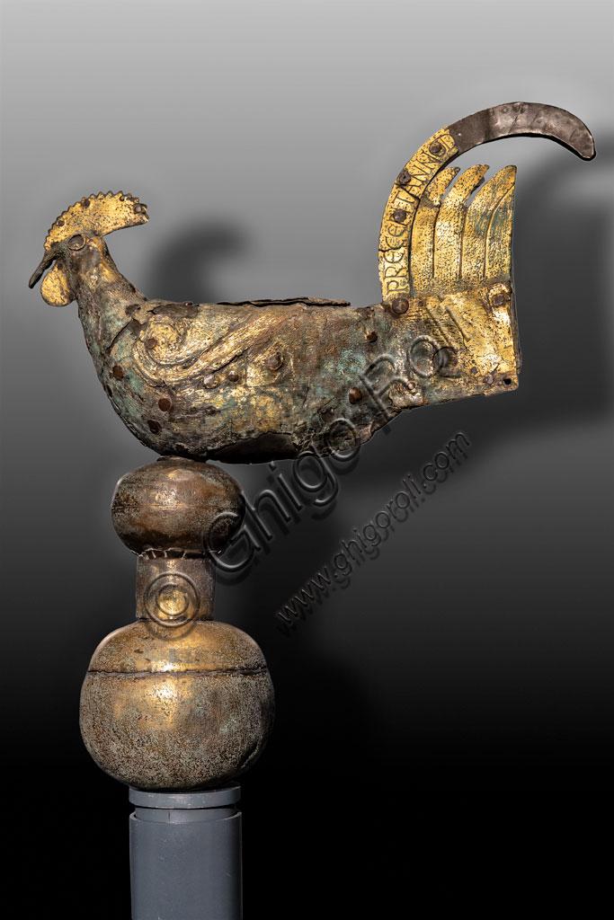 """Brescia, """"Santa Giulia, Museo della Città"""", (sito Unesco dal 2011): segnavento longobardo a forma di gallo in metallo dorato (820 d.C.) ritrovato nel Monastero di S. faustino Maggiore."""