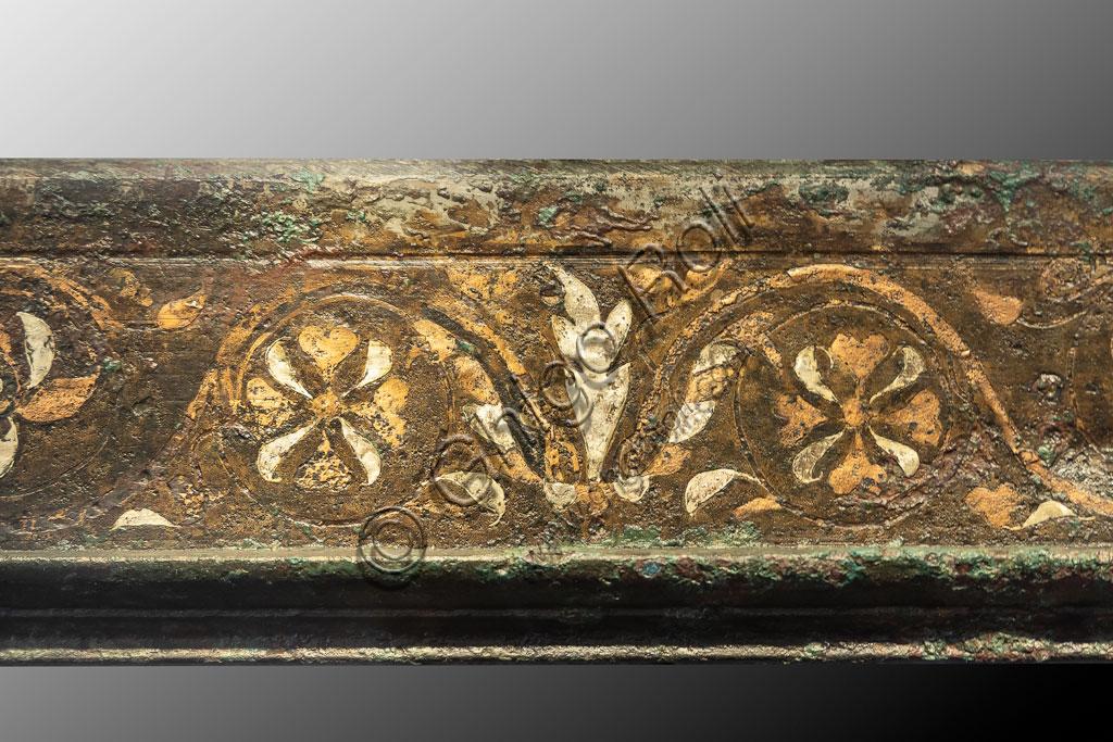 """Brescia, """"Santa Giulia, Museo della Città"""", (sito Unesco dal 2011): cornice in bronzo, argento e rame rinvenutoo presso il Capitolium (I secolo d.C.)."""