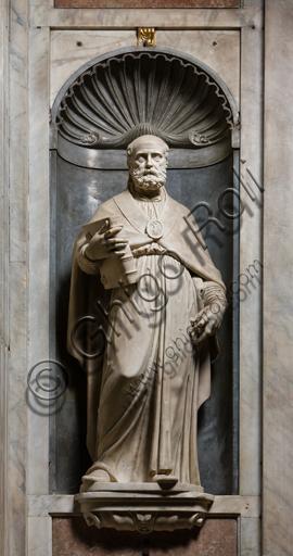 """Genova, Duomo (Cattedrale di S. Lorenzo),  interno, Cappella Senarega o di Nostra Signora del Soccorso (abside meridionale):  """"Sant'Ambrogio"""", statua di P. Francavilla (1593)."""