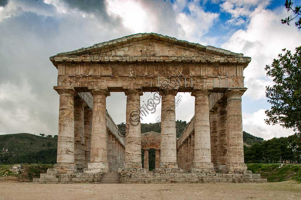 Segesta, Segesta Archaeological Park: the doric temple.