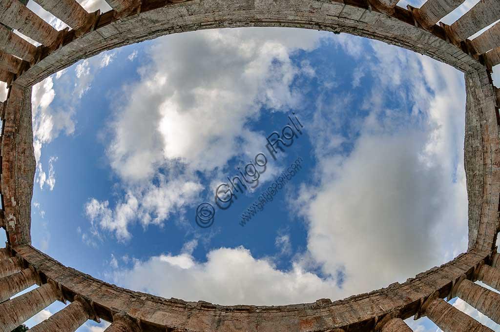 Segesta, Segesta Archaeological Park: the doric temple. Detail.