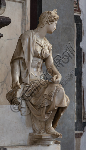 "Basilica of the Holy Cross, right aisle: ""Sepulchre of Michelangelo Buonarroti"", designed by Vasari after the remains of the great artist arrived in Florence from Rome (1564).Detail of the personification of the Architecture by Battista Lorenzi."
