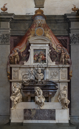 "Basilica of the Holy Cross, right aisle: ""Sepulchre of Michelangelo Buonarroti"", designed by Vasari after the remains of the great artist arrived in Florence from Rome (1564).Three sculptures represent the personifications of the Painting (by Battista Lorenzi, also author of the bust of the artist), around 1568, of the Sculpture (by Valerio Cioli) and of the Architecture (attributed to Battista Lorenzi, already referred to Giovanni Bandini) , saddened by the disappearance of the great master. The whole of the tomb is a mixture of painting, sculpture and architecture. The frescoes are by Giovan Battista Naldini."