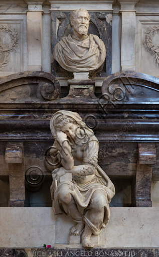 "Basilica of the Holy Cross, right aisle: ""Sepulchre of Michelangelo Buonarroti"", designed by Vasari after the remains of the great artist arrived in Florence from Rome (1564).Detail of the personification of the Sculpture by Valerio Cioli and the bust portraying Michelangelo by Battista Lorenzi."