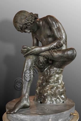 """Roma, Musei Capitolini: lo """"Spinario"""", scultura ellenistica in bronzo del III° -  I° sec. a.C."""