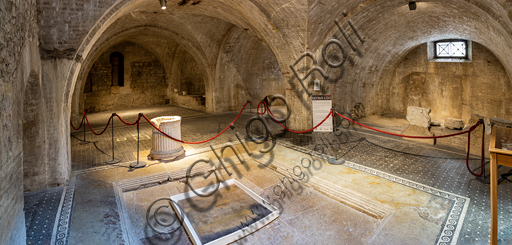 Spoleto, the Roman house: the well in the atrium.