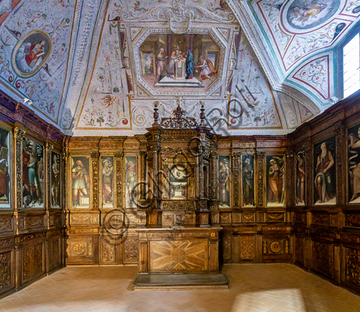 Spoleto, the Duomo (Cathedral of S. Maria Assunta): Chapel of the Relics, known as Sacresty of the Cona (1542 - 1554). The wood altar and cupboards are by Giovanni Andrea di Ser Moscato.