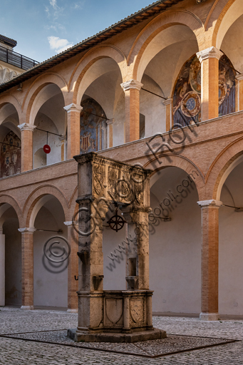 Spoleto, Rocca Albornoz (Stronghold): North Courtyard of the Arms and its well.