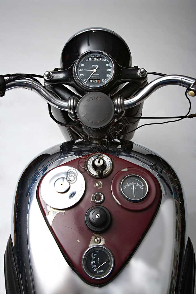 Ancient Motorbike Ariel Square Four Mk1