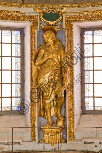"""Genova, Duomo (Cattedrale di S. Lorenzo), interno, tribuna del presbiterio: """"Statua di S. Giovanni Battista"""", 1622-4, di Lazzaro Tavarone."""