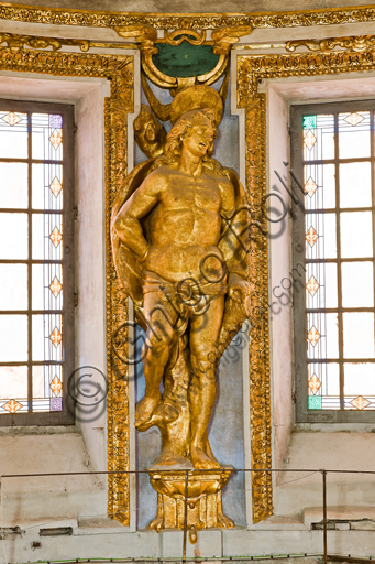 """Genova, Duomo (Cattedrale di S. Lorenzo), interno, tribuna del presbiterio: """"Statua di S. Sebastiano"""", 1622-4, di Lazzaro Tavarone."""