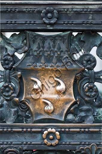 Bergamo, Città alta, Cappella Colleoni (Colleoni Chapel), iron wrought gate realised by Vincenzo Muzio in 1912, according to a drawing by Gaetano Moretti: detail with the emblem of the Bergamo chieftain Bartolomeo Colleoni.