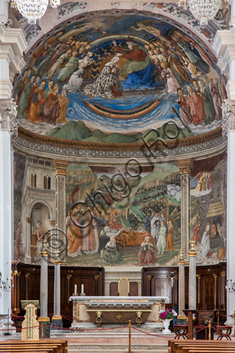 """Spoleto, the Duomo (Cathedral of S. Maria Assunta), presbytery,: view of the bowl shaped vault and of the tholobate with the """"Stories of the Virgin"""", frescoes by Filippo Lippi, helped by Fra' Diamante and Pier Matteo d'Amelia, 1468-9."""