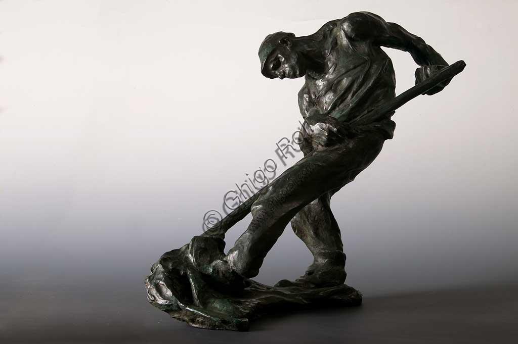 """Collezione Assicoop - Unipol: """"Contadino che falcia"""", bronzo, di Giuseppe Graziosi (1879 - 1942)."""