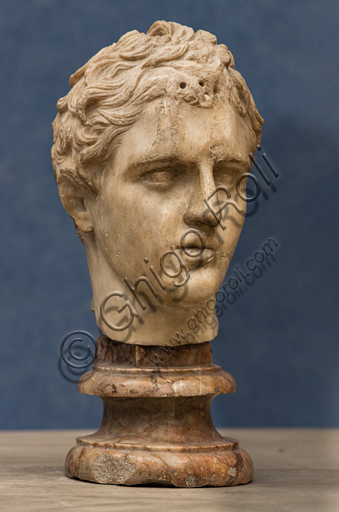 """Roman art of the Hadrianic period: """"Head of an athlete"""", 1st century A.D, marble."""