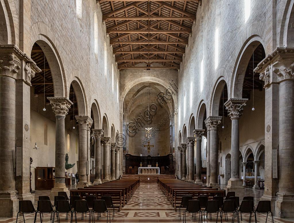 Todi, Cathedral of Santissima Annunziata or Duomo: the nave.