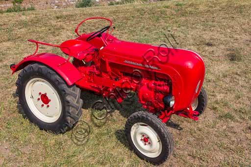 Old Tractor.Make: PorscheModel: JuniorYear: 1962Fuel: Diesel oilNumber of Cylinders: 1Displacement: 1.600 ccHorse Power: 15 HPCharacteristics: