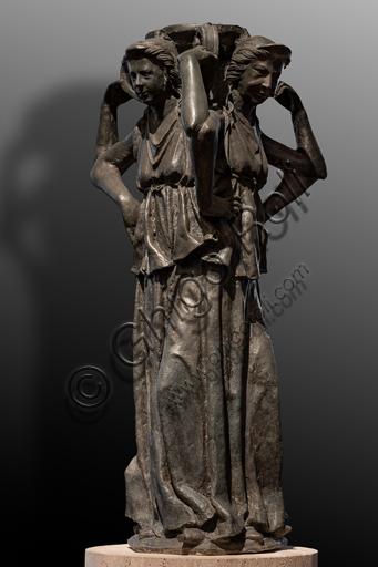 """Perugia, Galleria Nazionale dell'Umbria: """"Tre figure femminili con brocca"""", sculture della Fontana Maggiore, di Rubeo, 1278, bronzo."""