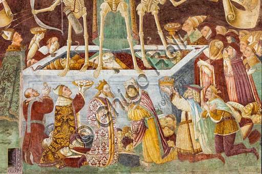 """Oratorio dei Disciplini o di San Bernardino, decorato esternamente dagli affreschi del 1485 """"Trionfo della Morte"""" e """"Danza Macabra"""", dell'artista clusonese Giacomo Borlone De Buschis: particolare."""