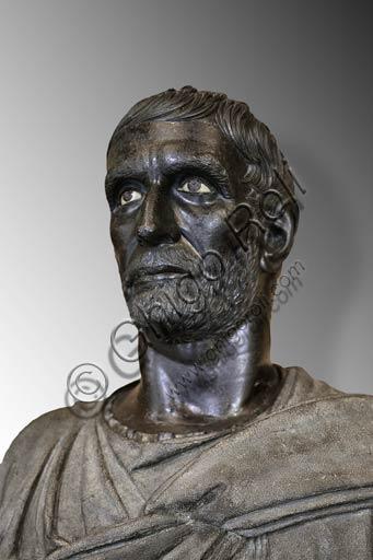 """Roma, Musei Capitolini: il """"Bruto Capitolino"""", scultura in bronzo del IV - III sec. a.C."""