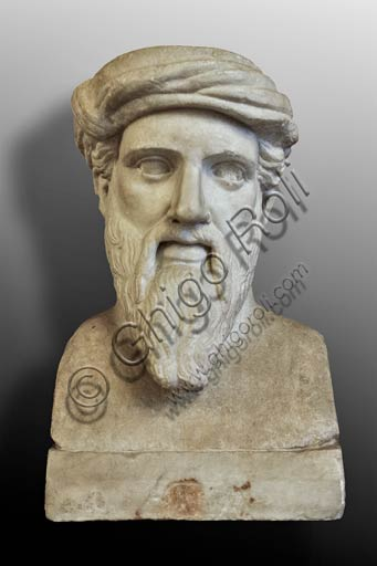 "Rome, Capitolines Museums: Herm depicting ""Pythagoras"". Marble sculpture from a Greek original of the middle of the 5th century BC."