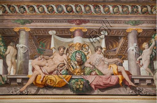 Parma, San Secondo, Rocca dei Rossi,  soffitto della Sala di Adone. Particolare del finto loggiato con cippoi funerario di Federico Gonzaga, Duca di Mantova. Affreschi di ignoto, forse Orazio Samacchini, sec. XVI.