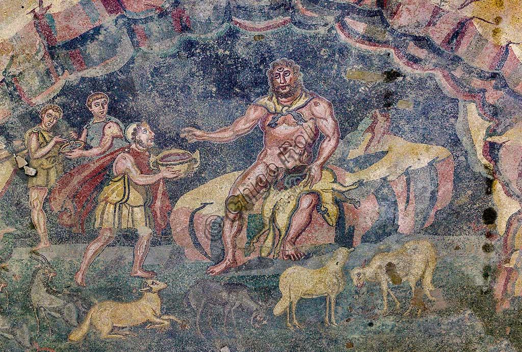 Piazza Armerina, Villa romana del Casale che probabilmente era palazzo imperiale urbano. Oggi è Patrimonio dell'umanità dell'UNESCO. Particolare di mosaico pavimentale raffigurante il vestibolo di Polifemo.