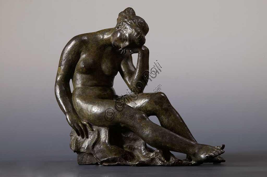 """Collezione Assicoop - Unipol: """"Nudo femminile a riposo"""", bronzo, di Renzo Baraldi (1911 - 1961)."""