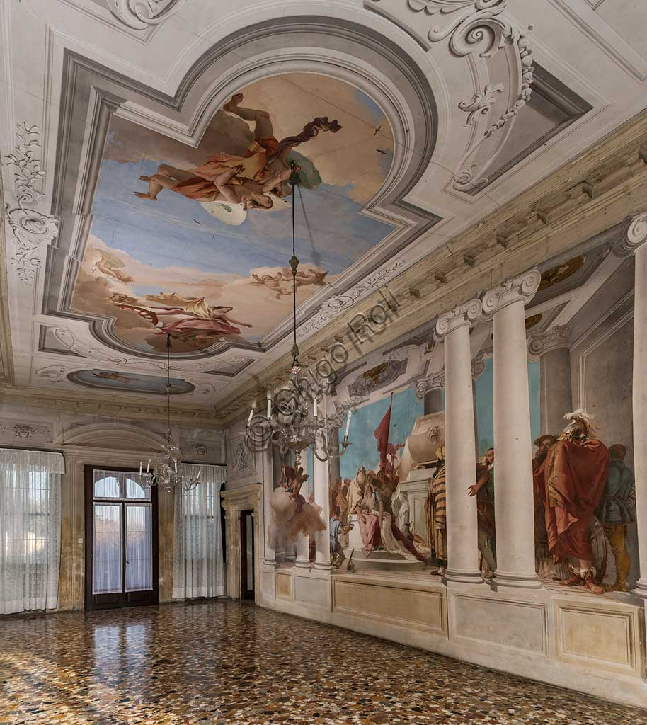 """Vicenza, Villa Valmarana ai Nani, Palazzina: veduta dell'atrio con, alla parete, """"Il sacrificio di Ifigenia"""" e, sul soffitto, """"Diana ed Eolo"""".  Affresco di Giambattista Tiepolo, 1757."""