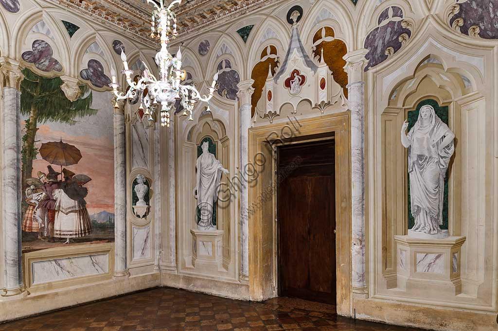 """VIicenza, Villa Valmarana ai Nani, Foresteria: veduta della Stanza delle finte architetture gotiche. Sulla sinistra:  """"Passeggiata estiva"""", affresco di Giandomenico Tiepolo, 1757."""