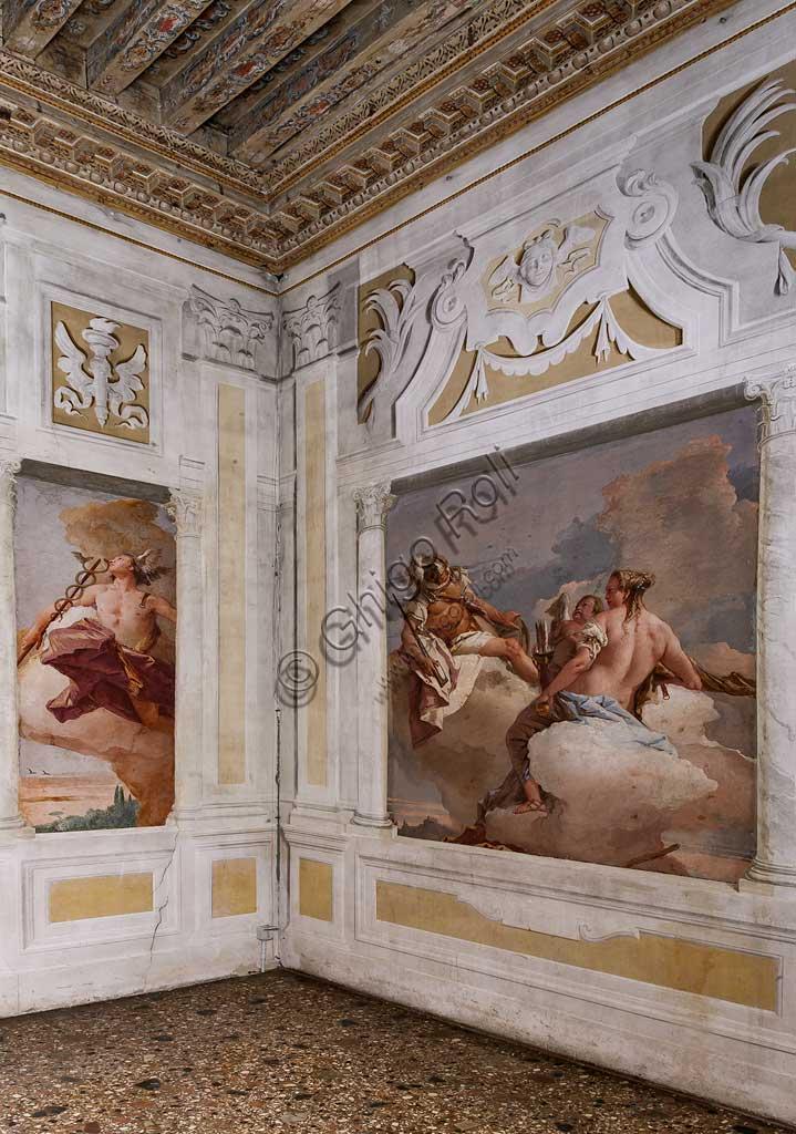 """VIicenza, Villa Valmarana ai Nani, Foresteria: veduta della stanza dell'Olimpo.  A sinistra: """"Mercurio"""". A destra: """"Marte, Venere e Amore"""". Affreschi di Giambattista Tiepolo, 1757."""