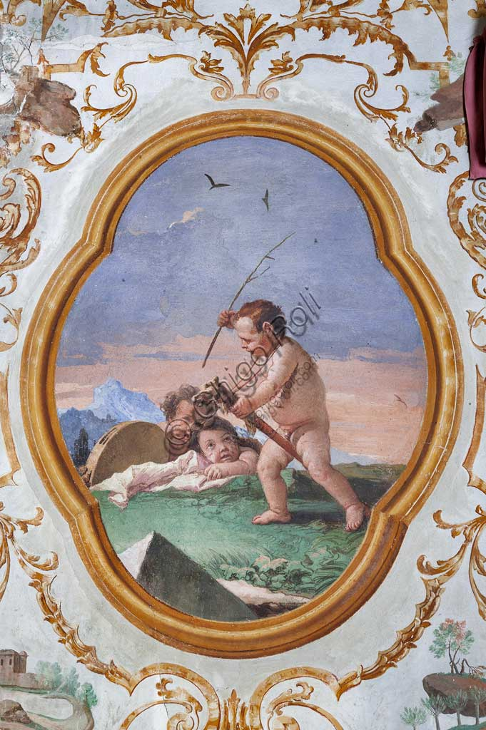 """VIicenza, Villa Valmarana ai Nani, Foresteria, Stanza dei Putti, medaglione con putti: """"Tre putti che giocano con un cavallino di legno"""",  di Giandomenico Tiepolo, 1757."""
