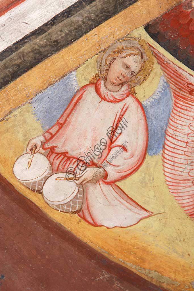 """Rocca di Vignola, Cappella Contrari, parete   orientale: """"Ascensione di Cristo"""". Affresco del Maestro di Vignola, anni Venti del Quattrocento.Particolare con angelo musicante che suona due tamburi."""