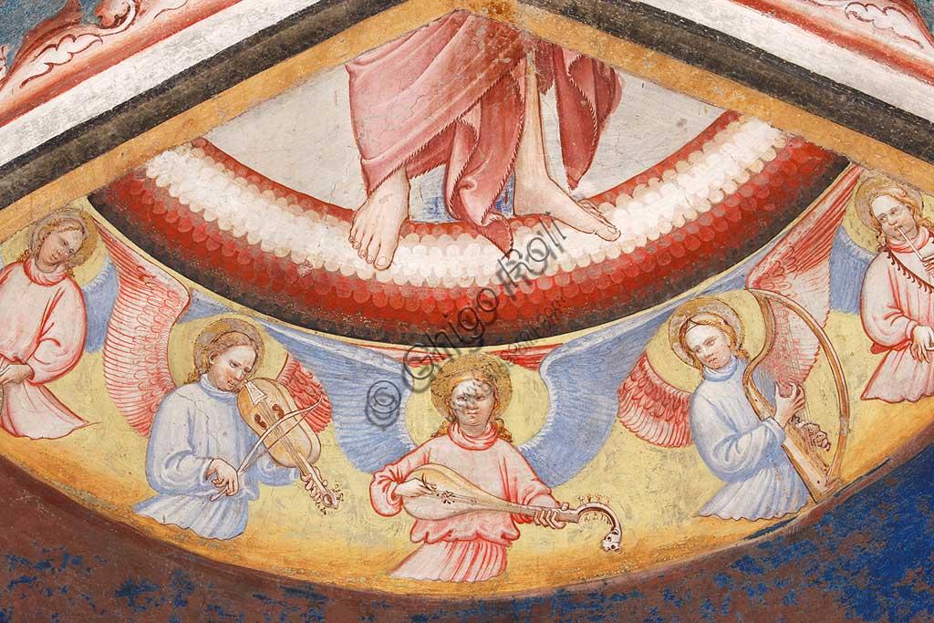 """Rocca di Vignola, Cappella Contrari, parete   orientale: """"Ascensione di Cristo"""". Affresco del Maestro di Vignola, anni Venti del Quattrocento.Particolare con angeli musicanti che suona diversi strumenti."""