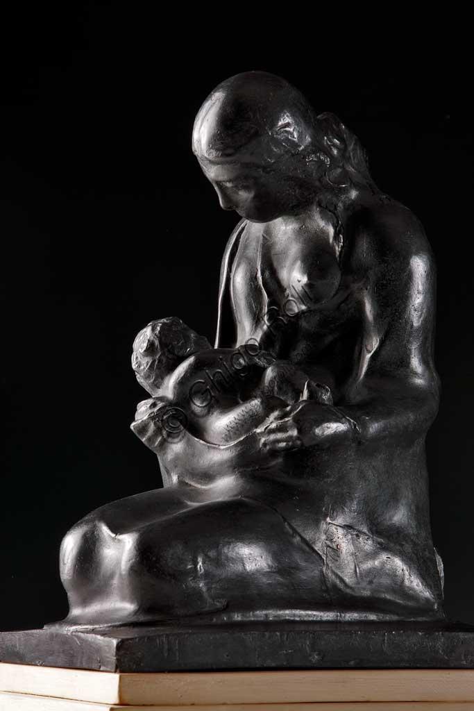 """Collezione Assicoop - Unipol: Ubaldo Magnavacca (1885 - 1957), """"Maternità"""". Bronzo fuso."""