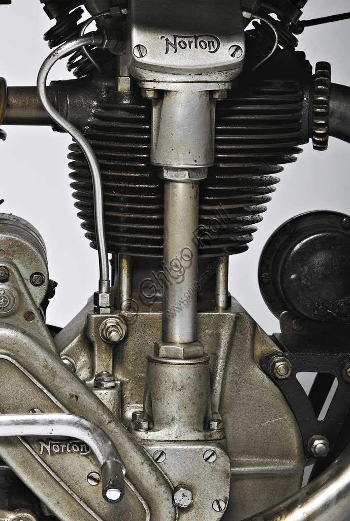 Ancient Motorbike Norton 500 CS1. Engine.