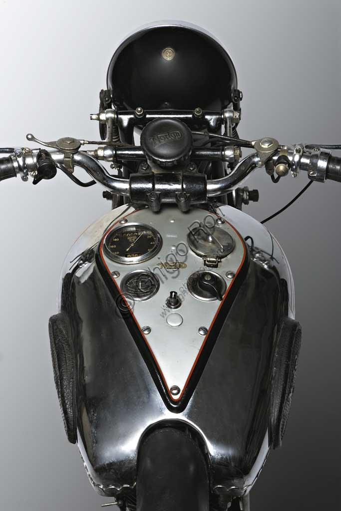 Ancient Motorbike Norton 500 CS1
