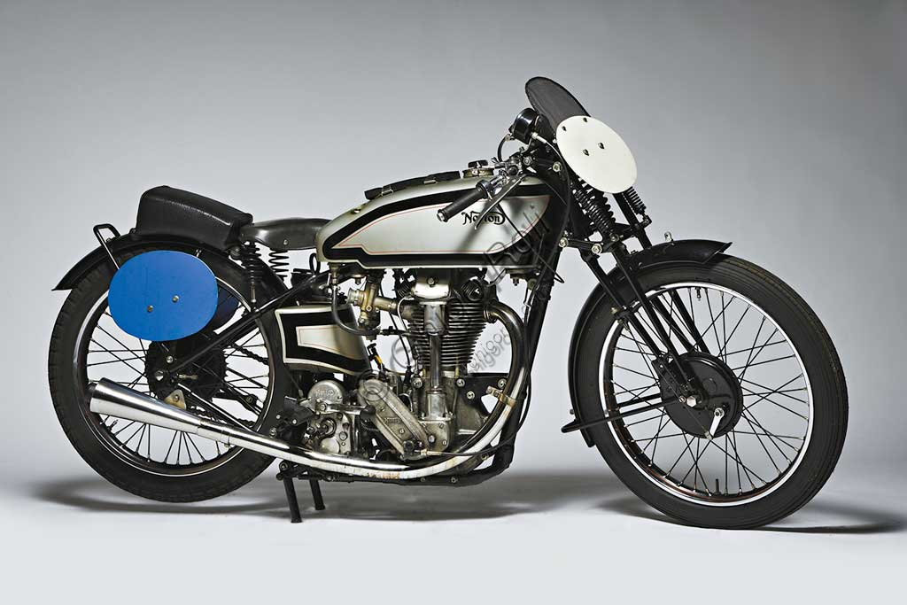 Ancient Motorbike Norton 500 International Racing