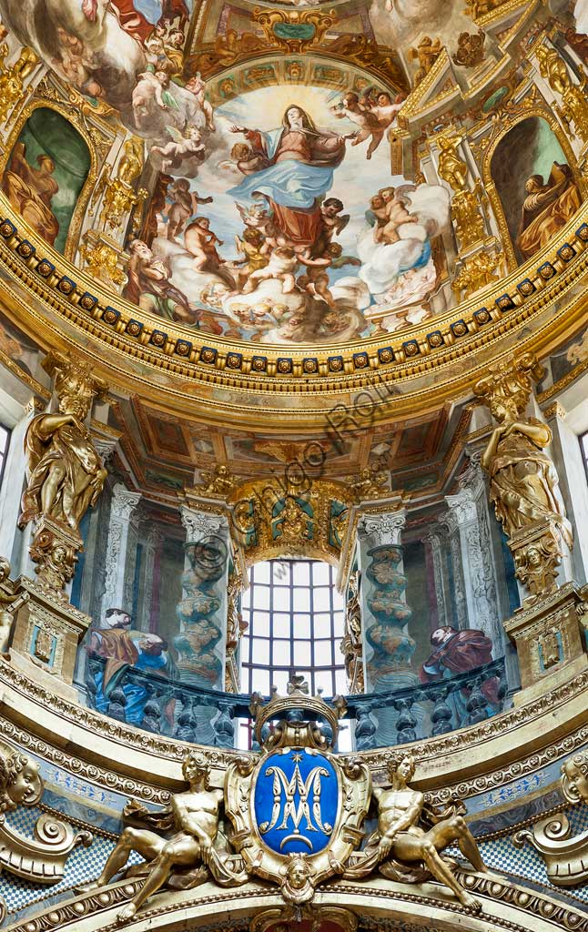 "Genoa, Basilica of SS. Annunziata del Vastato, the transept:  the dome with the ""Assumption of Mary"". Fresco by Giovanni Andrea Ansaldo, 1635 - 1638."