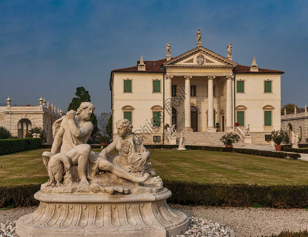 Villa Cordellina: view of the exterior (the façade and the gardens). The sculptures in the garden are probably based on drawings by Giambattista Tiepolo, about 1743.