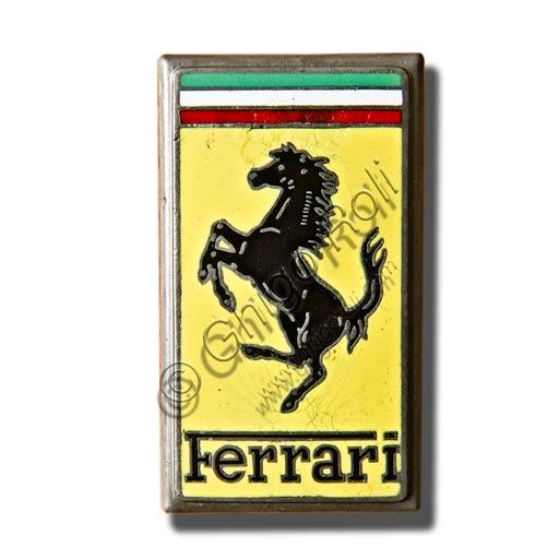 Marchio della casa automobilistica Ferrari.