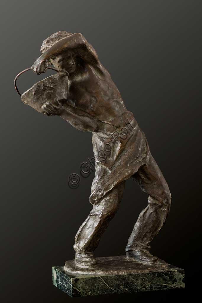 """Collezione Assicoop Unipol: Ivo Soli (1898 - 1976),   """"Il Manovale""""; bronzo, h. cm. 67."""